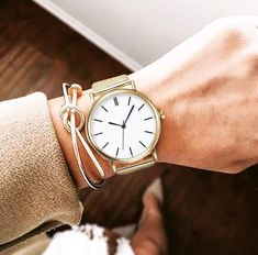 Classic gold for the sophisticated beauty. Women's watches from Prolly Shop, literally can't live without! Simple Watches, Stainless Steel Mesh, Classic Gold, Expensive Jewelry, Sterling Jewelry, Watch Sale, Quartz Watch, Gold Watch, Bracelet Watch