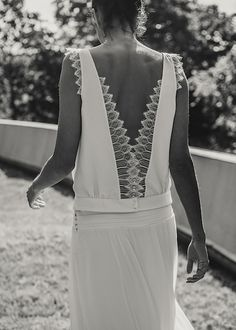 We just love Laure De Sagazan wedding dresses and bridal separates, pretty, delicate, romantic and oh-so-chic! With gorgeous photography by Laurent Nivalle. Laura Lee, Wedding Dress Backs, Wedding Dresses, Backless Wedding, Event Dresses, Looks Style, Style Me, Mode Inspiration, Wedding Inspiration