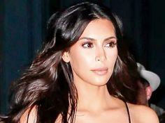 Kim Kardashian Esbanja Água Na Seca Em plena seca rigorosa, que ocorre no estado da Califórnia, nos Estados Unidos, em que as autoridades da região solicitam aos habitantes que contenham o uso da água, a socialite americana Kim Kardashian esbanja o líquido precioso ao manter verde e fresco o seu colossal jardim. #KimKardashian #EsbanjaÁguaNaSeca #SecanaCalifórnia #Vizinhos #multa https://amabijouxmega.blogspot.com.br/2016/09/kim-kardashian-esbanja-agua-na-seca.html