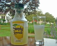 SimplyLemonade-ChrisMetcalf - Minute Maid - Wikipedia Cures For Morning Sickness, Berry Punch, Juice Company, Florida Food, Fruit Drinks, Detox Drinks, Beverages, Cleanse Diet, Keto