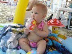 Mi hijita Isadora haciendo su primer viaje de vacaciones - Playa Sta Catarina