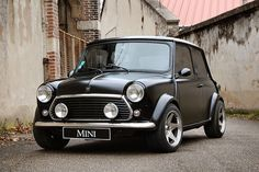 Welcome to the MINI Owners Club - One of the largest and fastest growing MINI communities in the World! We welcome you to share your MINI related pictures & adventures. Mini Cooper Classic, Classic Mini, Classic Cars, Mini Countryman, Mini Clubman, Aston Martin, My Dream Car, Dream Cars, Bmw