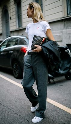 Having a go-to pair of sneakers is a street-style MUST. Check out all the great fashion sneakers we've rounded up that are also SO affordable. Love this look with baggy trousers and a fitted white tshirt...