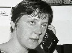 Angela Merkel o'phone - #Scuola #Privacy #Datagate #iPhone #e-learning nell' #Almanacco di domenica 24 novembre 2013