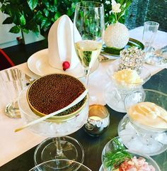 We are getting ready for the 2. Advent Weekend Yummie @imperialcaviar Käfer Selection @feinkostkaefer and a glass of @domperignonofficial !  what are your Plans?