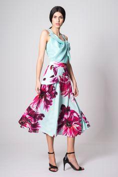 Falda midi vuelo Jimena con estampado de flores en rosa y azul