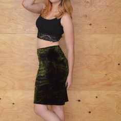 Vintage 90's Grunge Velvet Green Pencil Skirt S DESCRIPTION Style.... Grunge, rocker, sexy forest green pencil skirt Cut.... A-line, Mini Material.... Velvet Color.... Gold & green Pattern.... Crinkle print  Waist.... Elastic Condition.... EXCELLENT~ Previously worn, with only very slight wash wear; no flaws  Size.... S (see measurements) Skirts Pencil