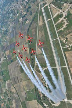 Red Arrows Looping