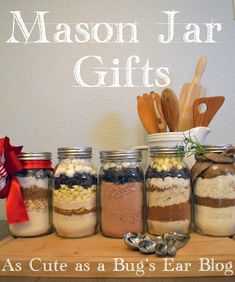 Mason Jar- Gifts in a jar for the holidays, hostess gifts, and teacher appreciation days. Five easy to make recipes that look as good as they taste. Christmas Baking For Kids, Edible Christmas Gifts, Christmas Mason Jars, Holiday Baking, Christmas Presents, Christmas 2015, Christmas Stuff, Christmas Ideas, Christmas Crafts