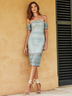 Our Audette Lace Dress is bold yet elegant. Crafted from a statement geo-print lace and gorgeous mint coloured material, this dress is the perfect piece for your next Spring carnival or race-day event!