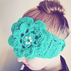 Follow this pattern to crochet a keyhole bordered flower headband/ear warmer and stay cozy this winter.