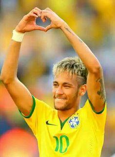 Neymar da Silva Santos Júnior The heart sign is for me Neymar Jr, Good Soccer Players, Football Players, Neymar Football, Fc Barcelona Neymar, Kun Aguero, Football Love, Athletic Men, Fifa World Cup