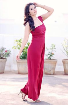 Beautiful Girl Photo, Beautiful Girl Indian, Most Beautiful Indian Actress, Beautiful Actresses, Beautiful Women, Simply Beautiful, Bollywood Girls, Bollywood Actress, Rashi Khanna Hot