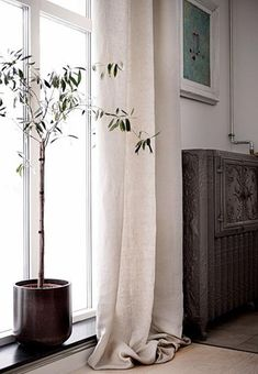 Soul of Himla, Mother of Pearl - Vardagsrum Diy Curtains Living, Linen Curtains, Dark Living Rooms, Custom Drapes, Interior Decorating, Interior Design, Window Coverings, Decoration, Interior Inspiration