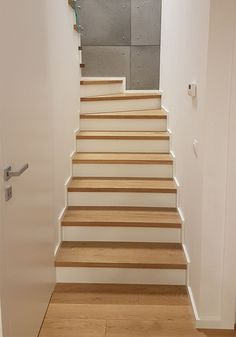 Scale in legno classics Stair Risers, Home Upgrades, Staircase Design, Interior Design Living Room, Sweet Home, Bedroom Decor, Modern, House, Attic