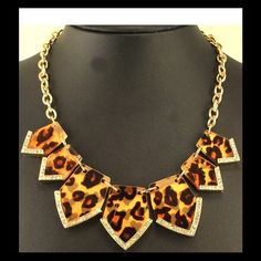 """Animal Print Crystal-Tip Golden Statement Necklace Chunk Chain Link Bib Necklace! Brand new. Never worn. 