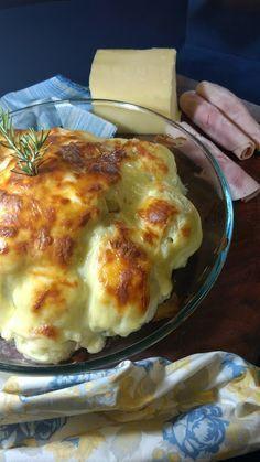 Essa couve-flor é assada e recheada com queijo e presunto. muito gostosa e fácil de fazer.