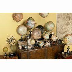 Trianon Globe jordglob från Authentic Models. Låt vår vackra värld inreda ditt h...