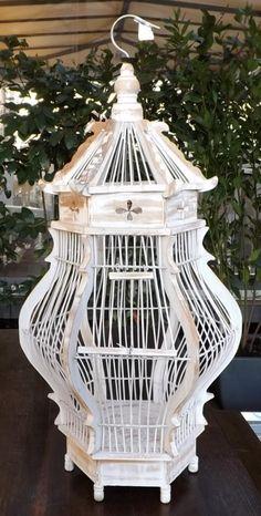 Gabbia in Legno bianco decapato per canarini o utilizzabilecome serra per fiori!! Realizzata e dipintacompletamente a mano cm h70x34x34 NOTA LA PARTICOLARITA' DELLA LAVORAZIONE!!