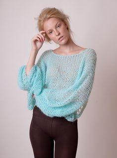 Menta azul recortada suéter con mangas de ala de por beWoolen