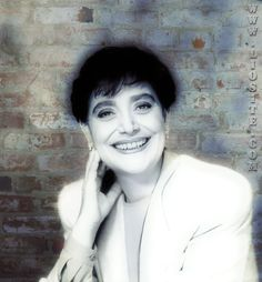 Una delle canzoni che ho amato maggiormente, che mi riportano indietro nel tempo. Ho ripreso in mano tutte le vecchie cassette di Mia, le avevo tutte e le ho ancora, portate dall'Italia al Canada in segno di amore per una grande cantante.  #Miamartini, #canzone, #cantante, #sofferenza, #dolore, #padredavvero, #liosite, #sensodellavita,