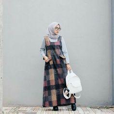 Muslim Women Fashion, Modern Hijab Fashion, Abaya Fashion, Fashion Outfits, Casual Hijab Outfit, Hijab Chic, Hijab Abaya, Hijab Trends, Retro Outfits