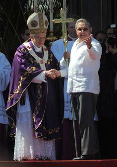 Saluda presidente cubano Raúl Castro a Papa Benedicto XVI al final de la Santa Misa en La Habana Foto: Roberto Ruiz