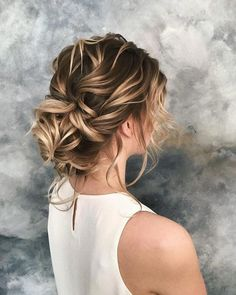 Wedding Hairstyles Updo Beautiful bridesmaids hairstyles_bridal updos 14 - Your bridesmaids should also look and feel their best on your wedding day. Think mix and match bridesmaids dresses, colours and bridesmaids hairstyles. Box Braids Hairstyles, Loose Hairstyles, Bride Hairstyles, Bridesmaids Hairstyles, Hair Updo, Pretty Hairstyles, Hairstyle Ideas, Messy Wedding Hair, Wedding Hair And Makeup