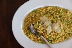 Šafranové risotto s hráškom a hubami Risotto, Grains, Ethnic Recipes, Food, Essen, Meals, Seeds, Yemek, Eten