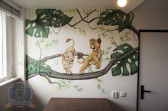 Lion King Simba en Nala muurschildering in een babykamer.  Gemaakt door Kattentong Decoratiewerken Disney Baby Rooms, Baby Boy Rooms, Baby Boy Nurseries, Lion King Room, Lion King Nursery, King Simba, Boy Nursery Cars, Tent Room, Art Mural