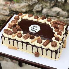 Chocolate Birthday Cake Decoration, Birthday Drip Cake, Birthday Cake Decorating, Square Cake Design, Square Cakes, Cake Decorating Piping, Cake Decorating Videos, Chocolate Cake Designs, Rectangle Cake