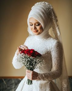 2020 Sezonu Tesettür Gelinlik Modelleri wedding dresses for girls Muslimah Wedding Dress, Muslim Brides, Wedding Hijab, Muslim Dress, Pakistani Wedding Dresses, Wedding Wear, Wedding Cakes, Short Bridesmaid Dresses, Bridal Dresses