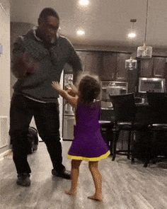 Little girl and father dancing and surprise #funny Little Girl Dancing, Dancing Baby, Little Girls, Office Humor, Work Humor, Work Funnies, Patrick Star Funny, Comedy News, Lizzie Mcguire
