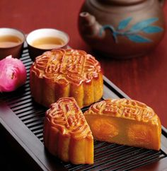月餅 | moon cakes from Hong Kong...always wanted to try ...looks so yummmy