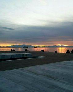 Νέα Παραλία Θεσσαλονίκης και κορυφογραμμές! #θεσσαλονίκη #θεσσαλονικη #thessaloniki #sunset #greece #instatravel #travel #travelblogger… Thessaloniki, Greek Quotes, Greece, Sunset, Stars, City, Places, Nature, Travel