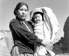Navajo Woman and Infant, Canyon de Chelle, Arizona. Canyon de Chelly National Monument, 1933 - Ansel Adams, public domain via Wikimedia Commons. Native American Children, Native American Fashion, Native American Indians, American Spirit, Ansel Adams, Black White Photos, Black And White Photography, Wild West, Navajo Women