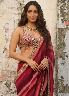 Bollywood Actress Hot Photos, Beautiful Bollywood Actress, Most Beautiful Indian Actress, Bollywood Fashion, Hindi Actress, Indian Photoshoot, Bridal Photoshoot, Kiara Advani Hot, 10 Most Beautiful Women