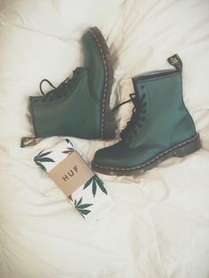 Green Doc Martens boots + HUF socks i dont even amoke but i love these Doc Martens Boots, Dr. Martens, Botas Dr Martens, Sock Shoes, Cute Shoes, Me Too Shoes, Snow Boots, Ugg Boots, Combat Boots