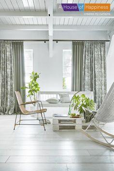 Een combinatie van wit en groen in huis zorgt voor kalmte en rust door een natuurlijke uitstraling. #ahouseofhappiness #gordijnen #kalmte #natuur