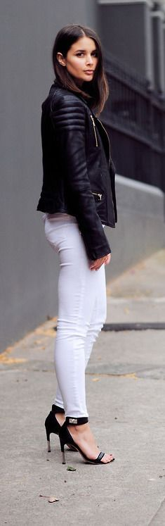 Ways To Wear White Jeans In Winter – Closetful of Clothes - black-moto-jacket-white-jeans-spring-going-out-night-out-weekends-date-night-via-harper&harley - Casual Chic, Moda Casual, Outfit Jeans, Mode Monochrome, Look Fashion, Womens Fashion, Fashion Trends, Fashion Black, Fashion Ideas