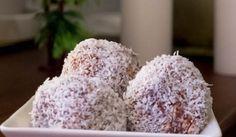 Velmi snadné banánovo-kokosové kuličky bez přidaného cukru Cookie Desserts, Healthy Desserts, Coconut Balls, Vegan Bar, Hungarian Recipes, Hungarian Food, Cookie Time, Banana Coconut, Energy Bars