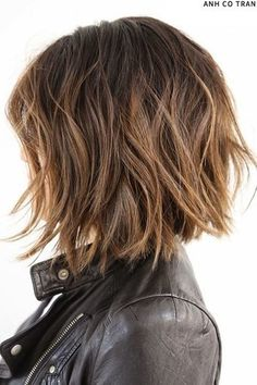 Canapés of long hairstyles Bob; It is, in the first place, among the hair styles that all ladies love very much. Models that can create very different designs with hair colors like sweep and shadow are very cool. Canapés of long bob… Continue Reading → Medium Hair Cuts, Medium Hair Styles, Curly Hair Styles, Medium Cut, Choppy Bob Hairstyles, Short Hairstyles For Women, Thick Haircuts, Layered Hairstyles, Short Brown Haircuts