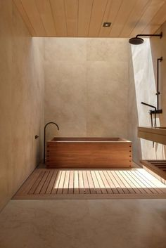 Bathroom Decors Ideas : Wooden bath with black taps Badezimmer Dekore Ideen: Holzbadewanne mit schwarzen Armaturen Bathroom Interior Design, Home Interior, Interior Architecture, Interior Colors, Kitchen Interior, Wood Interior Design, Building Architecture, Interior Livingroom, Light Architecture