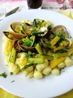 Oggi gnocchetti con vongole zucchine zafferano un piattino pieno di gusto sapore e tanta bontà da non perdere insomma! Ricetta di pesce La cucina di ASI