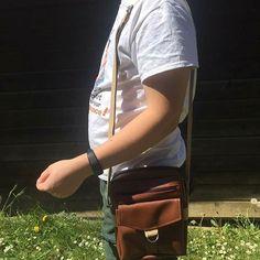 L'atelier Cré'Annick sur Instagram: Réalisation du sac Jive de Sacôtin en simili cuir brun et coton bordeaux. Il a été offert à un résident de la maison de repos où mon époux…