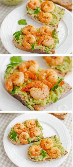 Rețeta de tartine cu guacamole și creveți, naturală, sănătoasă și absolut delicioasă! Aceste tartine sunt o idee de meniu foarte potrivită pentru orice masă a zilei. #bucatearomate #tartine #micdejun #bruschete #guacamole #creveti #fructedemare #retete #retetesimple #retetesanatoase #avocado #retetecuavocado #retetecucreveti Guacamole, Shrimp, Snacks, Meat, Red Peppers, Tapas Food, Beef, Appetizers, Treats