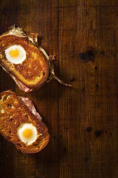 How A Genius Makes An Egg Sandwich