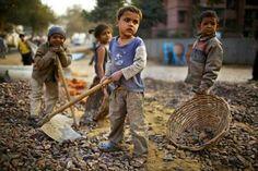 """A ministra do Desenvolvimento e Combate à Fome, Tereza Campello, afirmou nesta sexta-feira (13) que o aumento do trabalho infantil em 2014,demonstrado pela Pesquisa Nacional por Amostra de Domicílios(Pnad), se deve a uma """"flutuação"""".  Para a ministra, não há uma reversão na trajetória de queda da quantidade de crianças e jovens que trabalham. Segundo ela, o que aconteceu é que 2013 foi um """"ponto fora da curva"""", já que naquele ano houve queda muito forte no trabalho infantil."""