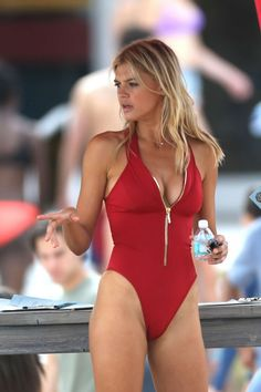 Kelly Rohrbach || Set of 'Baywatch'  in Miami, FL (March 2016)