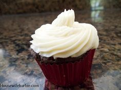 An American Housewife: Sugar Free Vanilla Butter Cream Frosting - Updates at the bottom of the recipe! Sugar Free Cupcakes, Sugar Free Frosting, Sugar Free Sweets, Low Carb Sweets, Sugar Free Recipes, Low Carb Desserts, Buttercream Frosting, Cupcake Cakes, Baking Recipes